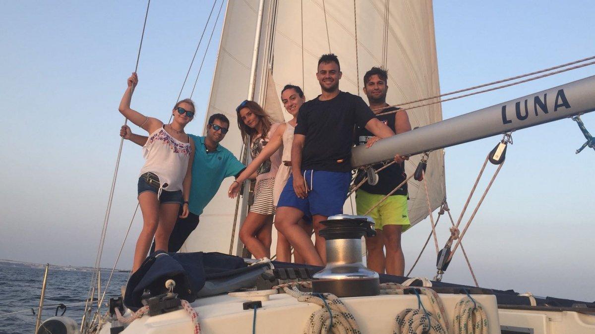 Salida en velero medio día por la costa de Cádiz
