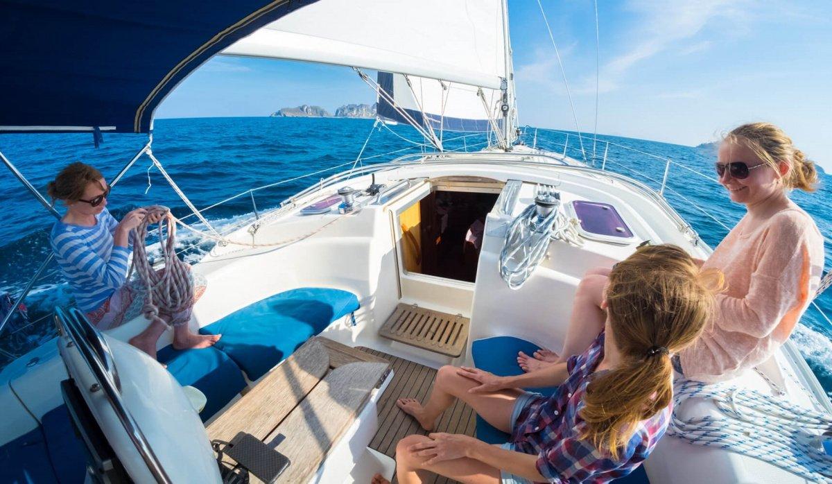 Navega en velero por el litoral almeriense y sus calas