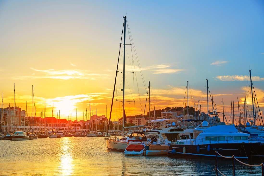 Ponti di Pasqua e vela navigando attraverso Ibiza e Formentera