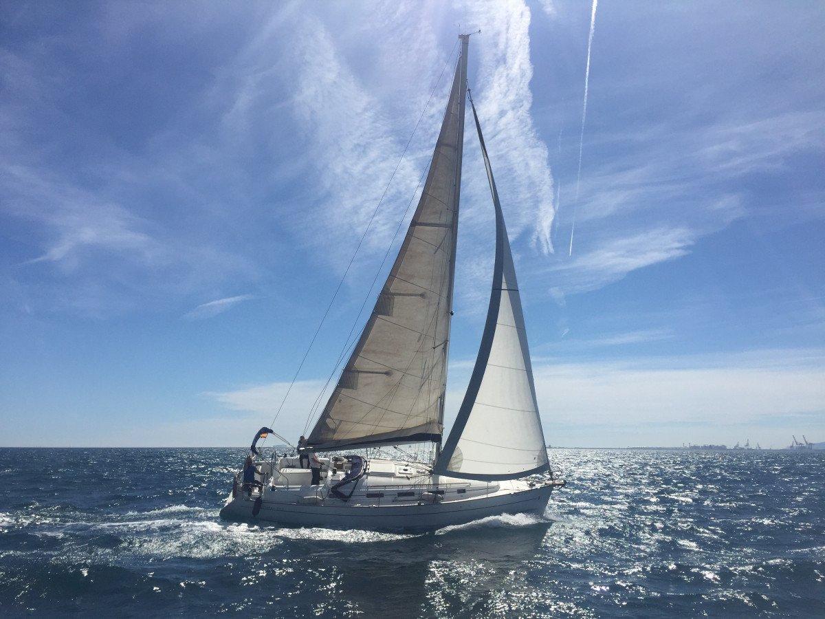 Salida exclusiva en velero por Barcelona