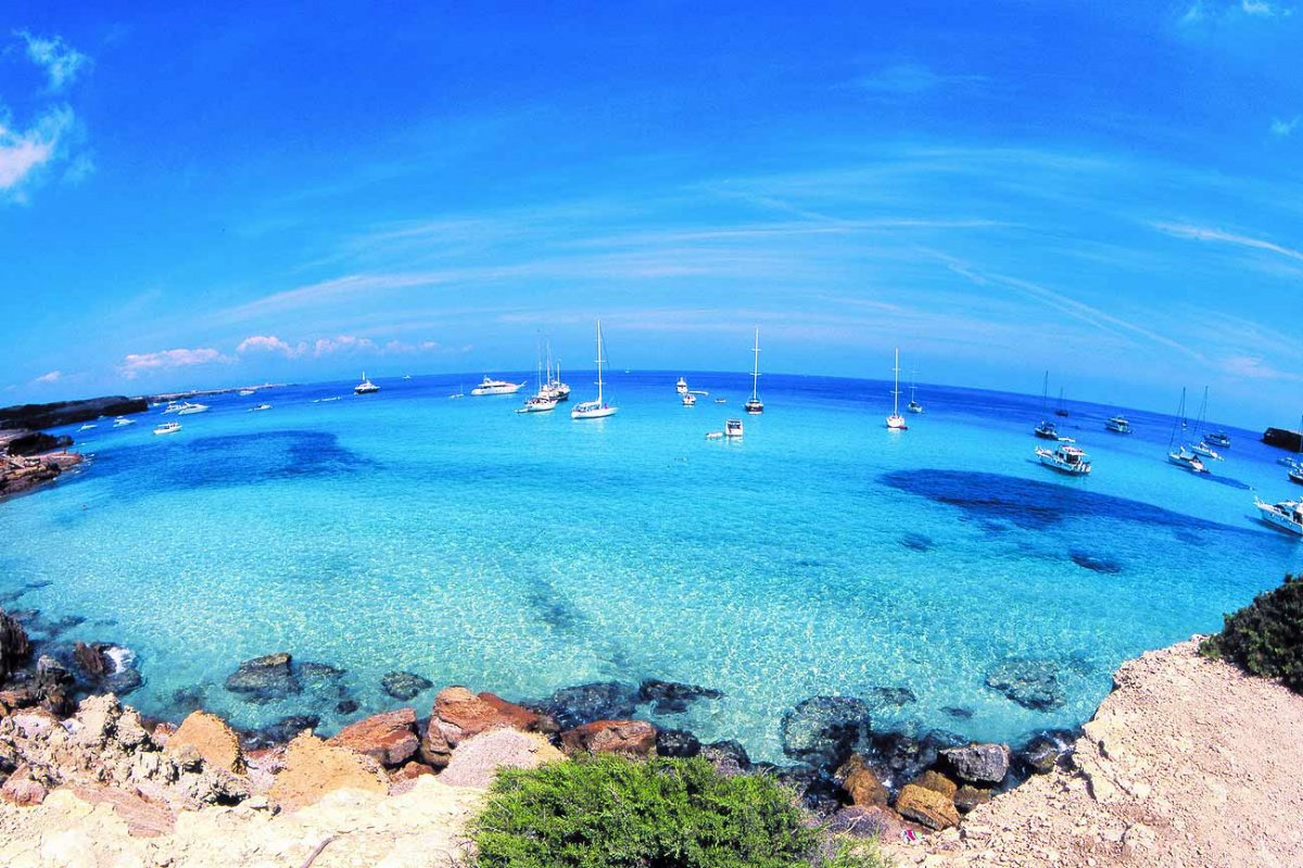 Vacaciones en velero descubriendo Formentera!