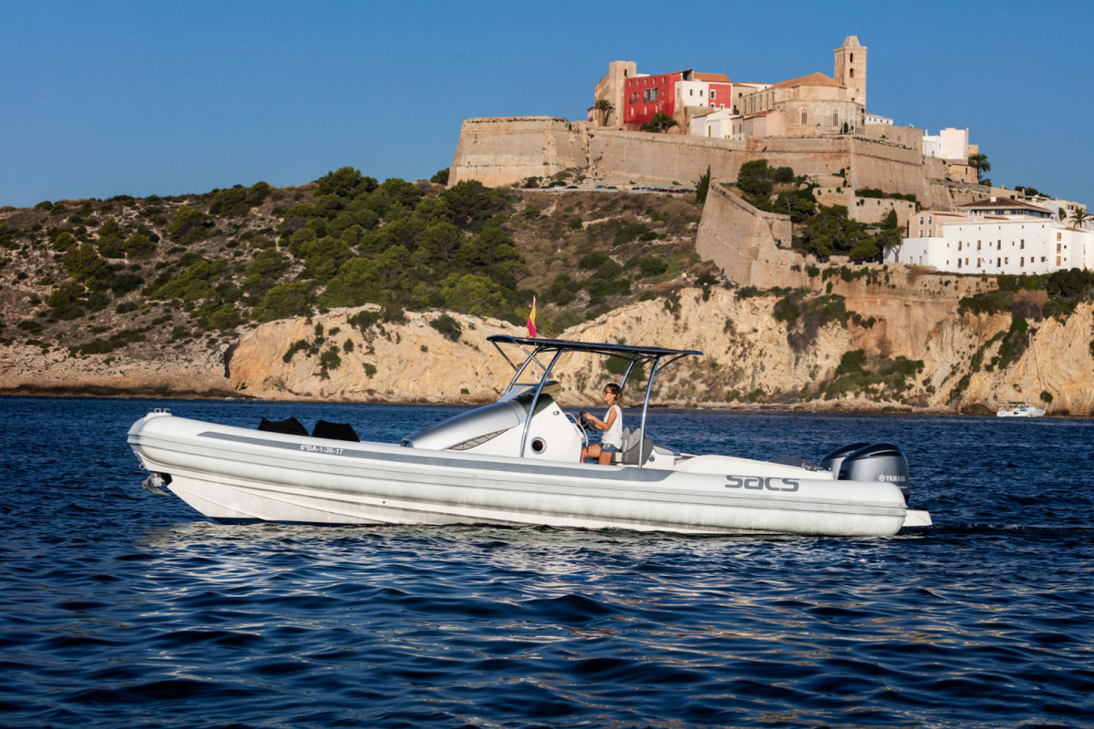 Alquiler de barco en Ibiza durante un día