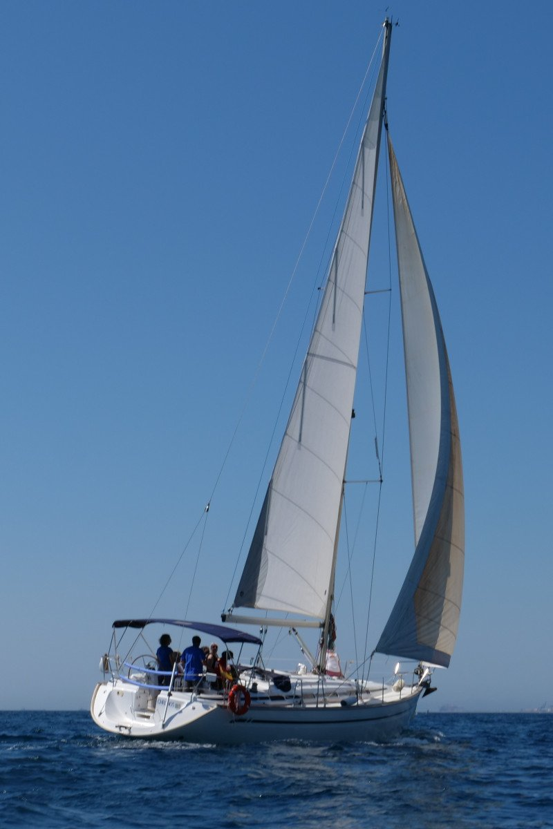 Navega en velero por Tierras del Ebro desde Badalona