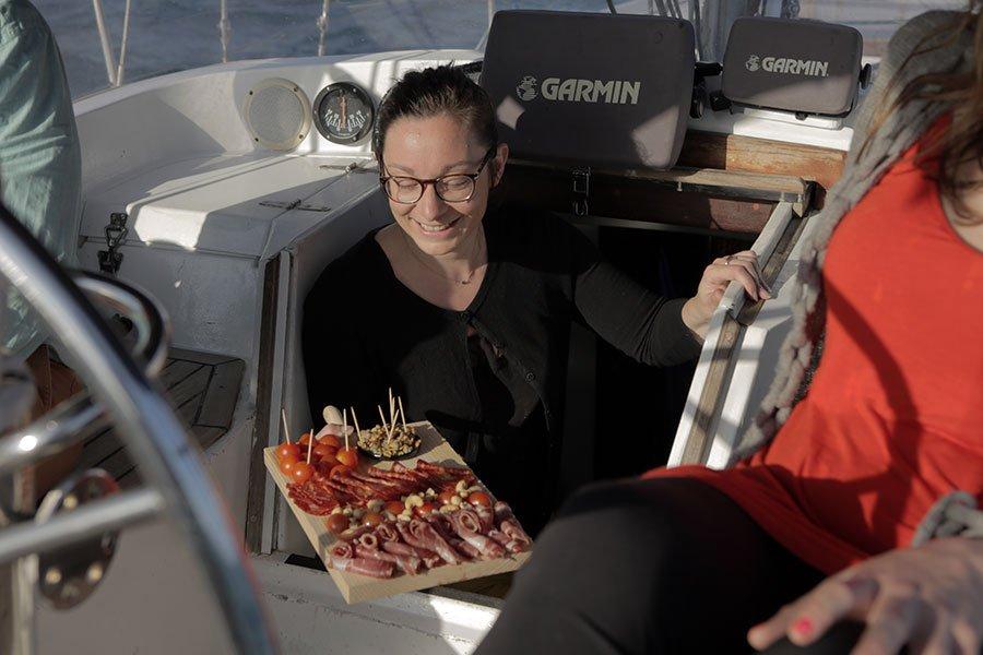 Salidas en velero desde Barcelona, aperitivo incluido