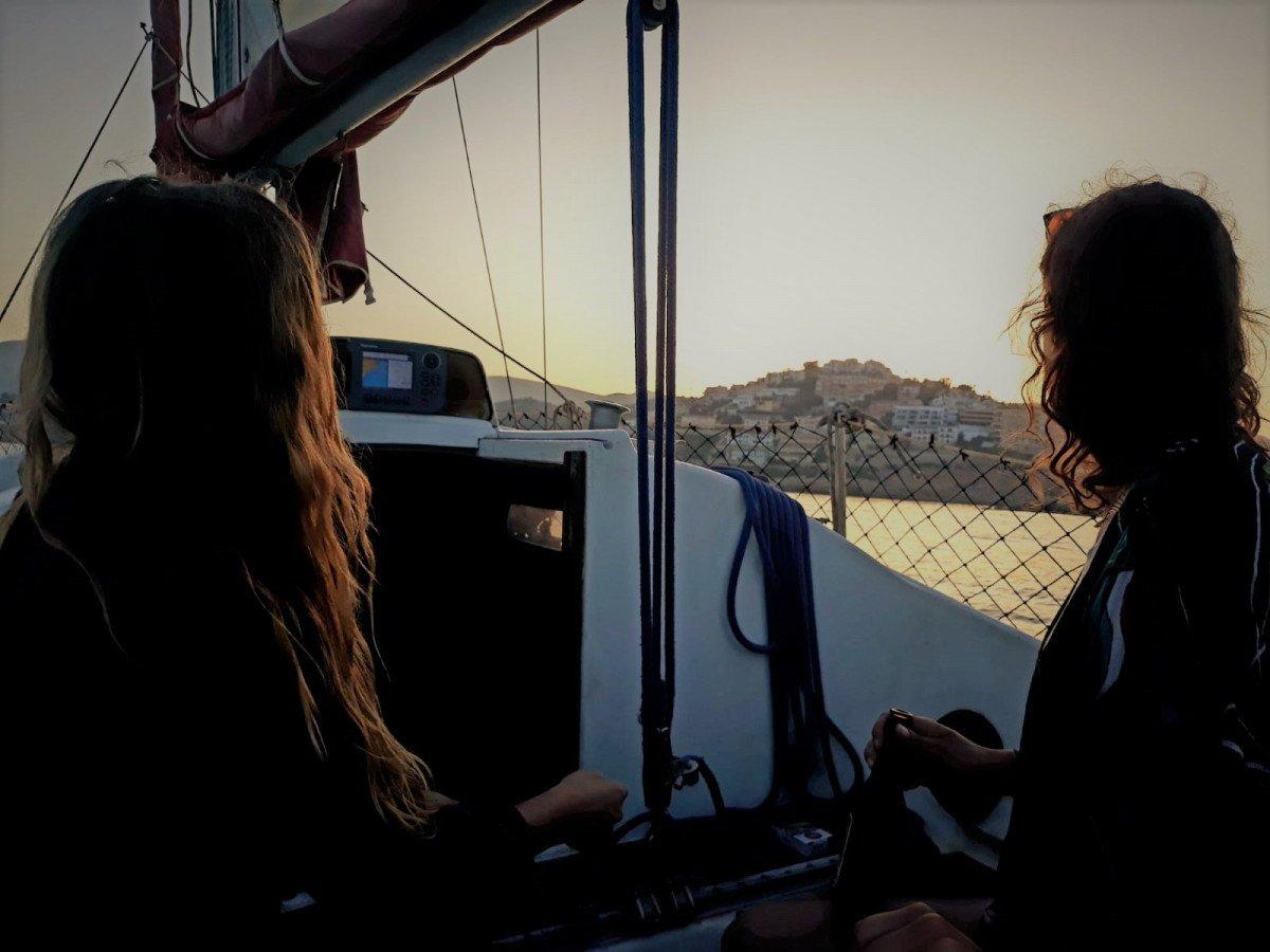 Navegación nocturna en velero por Peñíscola