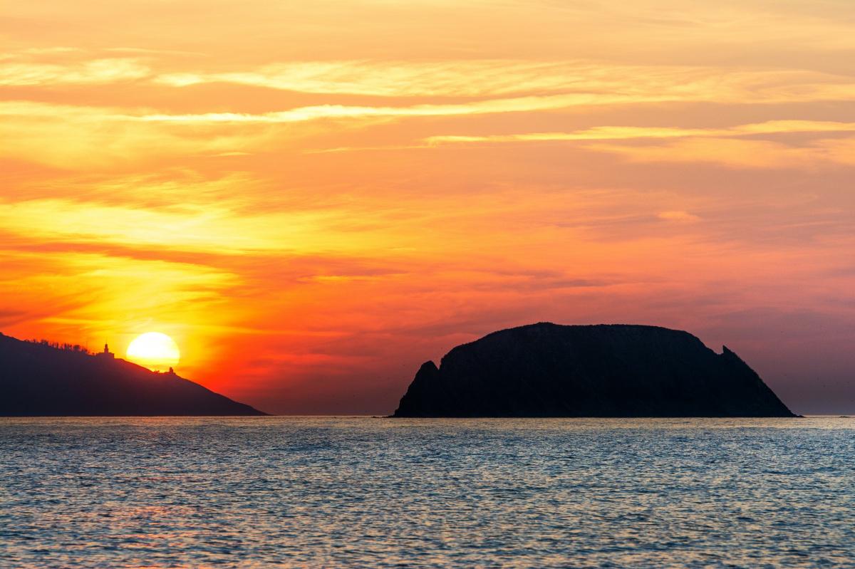 Semana Santa en velero por la costa del Cantábrico