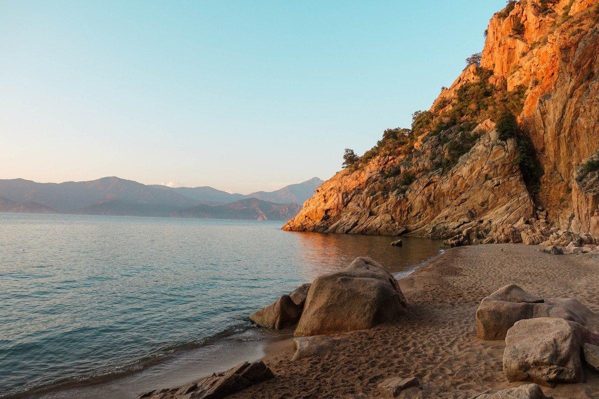 Navega en velero desde Córcega y Cerdeña hasta Baleares