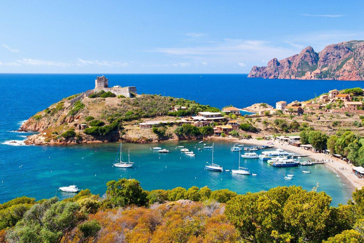 Vacaciones en velero por Córcega y Cerdeña