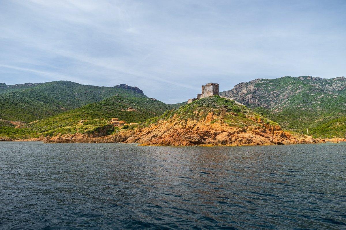 Sailing to Cerdenya and Corsica from Barcelona