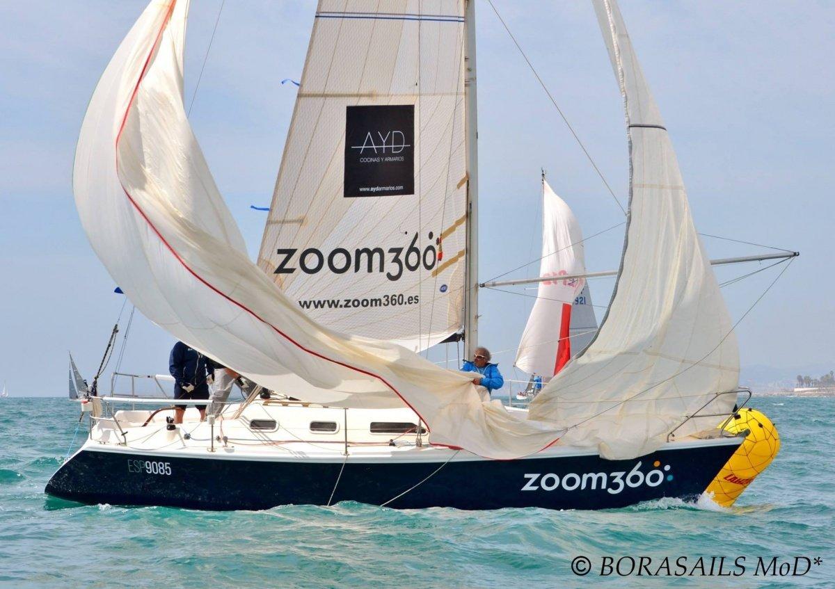 Participa en regatas en la Costa del Sol