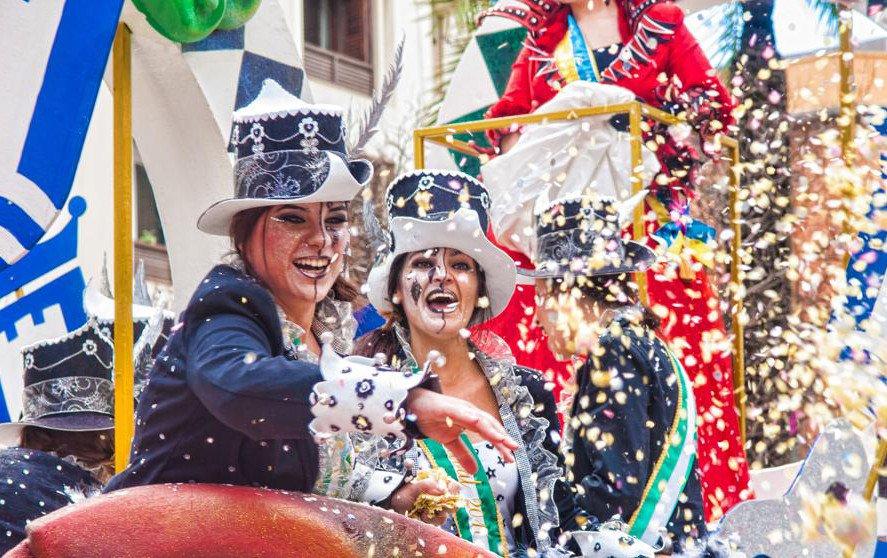 Navegación a vela por los Carnavales de Cádiz