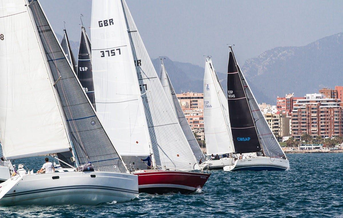 Navegar por la tarde por la Bahía de Palma, aprendiendo