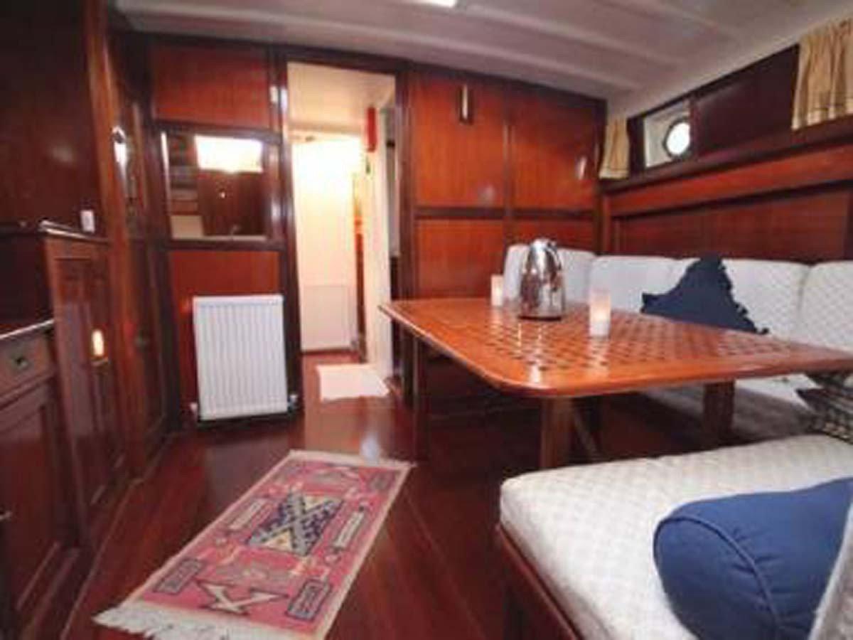 Experiencia en barco clásico en Valencia con bebida, picoteo, relax, fiestas...