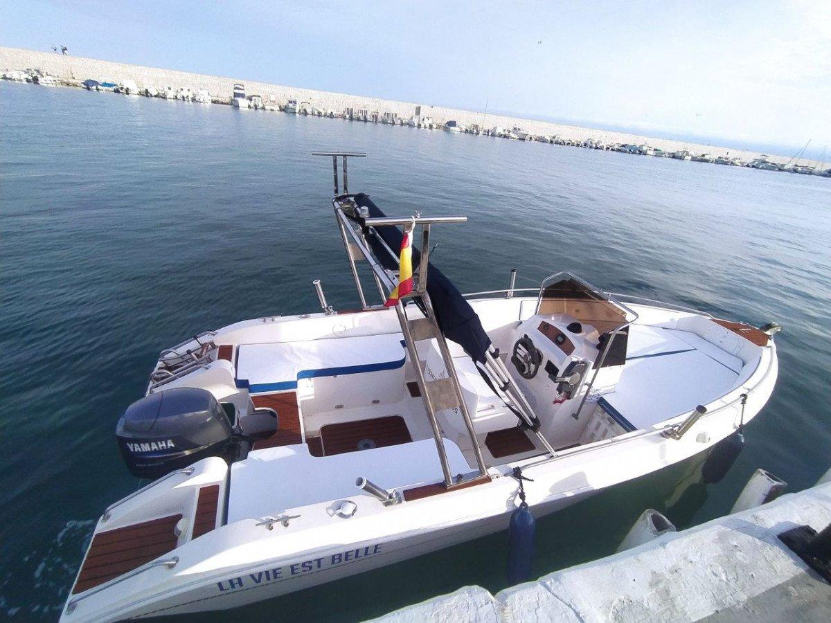 Alquiler de barco sin patrón en Fuengirola