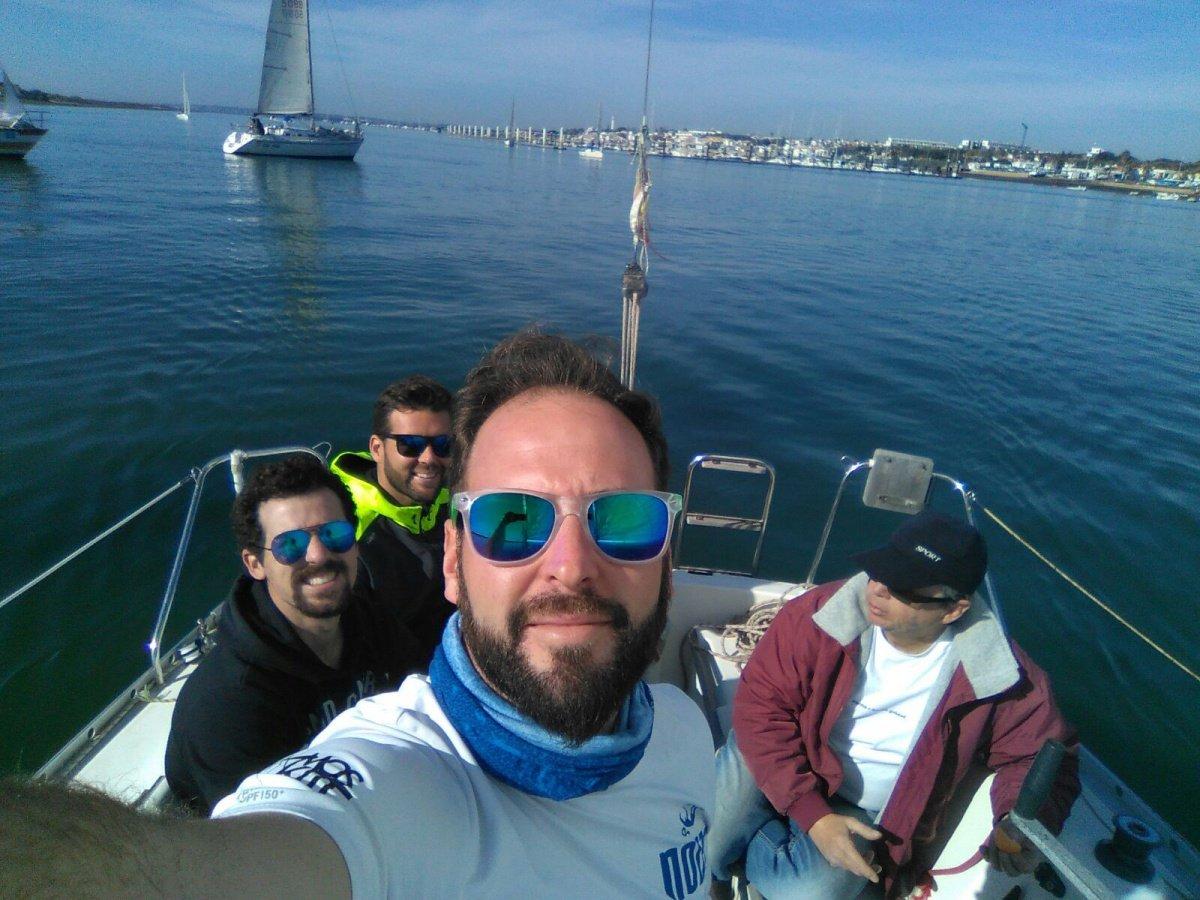 Navega durante 4 horas en velero en El Rompido