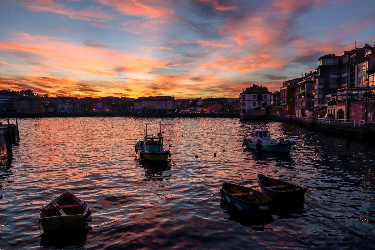 Bautismo de mar en velero por la costa desde Luanco (Asturias)