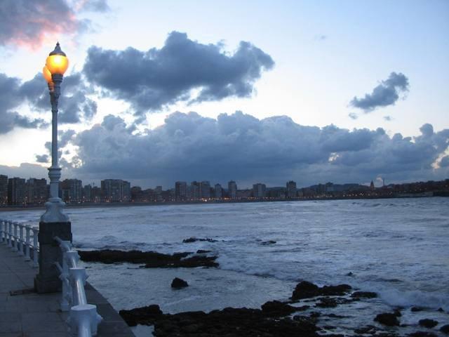 Búsqueda de Náufrago por Navegación por Sectores en Gijón