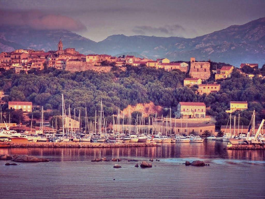 Ruta en flotilla de una semana por Córcega y Cerdeña