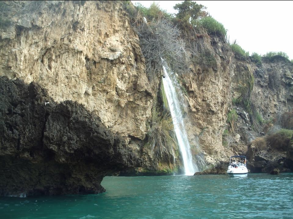 Excursión, Nerja, cascada, acantilados, baños en el mar.