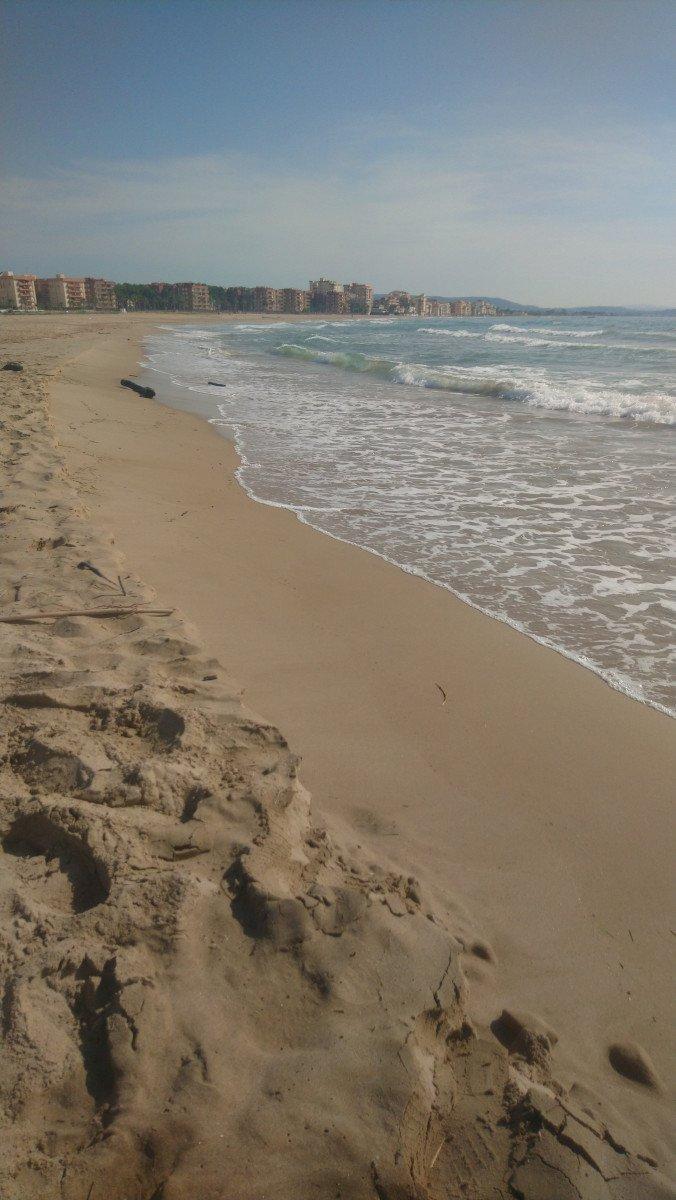 Vermut y aperitivo en el mar por la costa de Tarragona