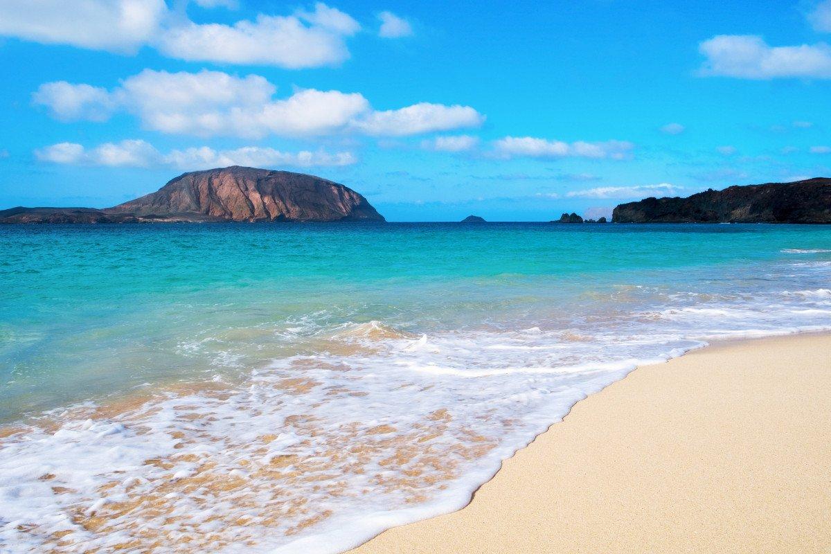Explora a vela Lanzarote, las Islas del Norte y la Isla de Lobos