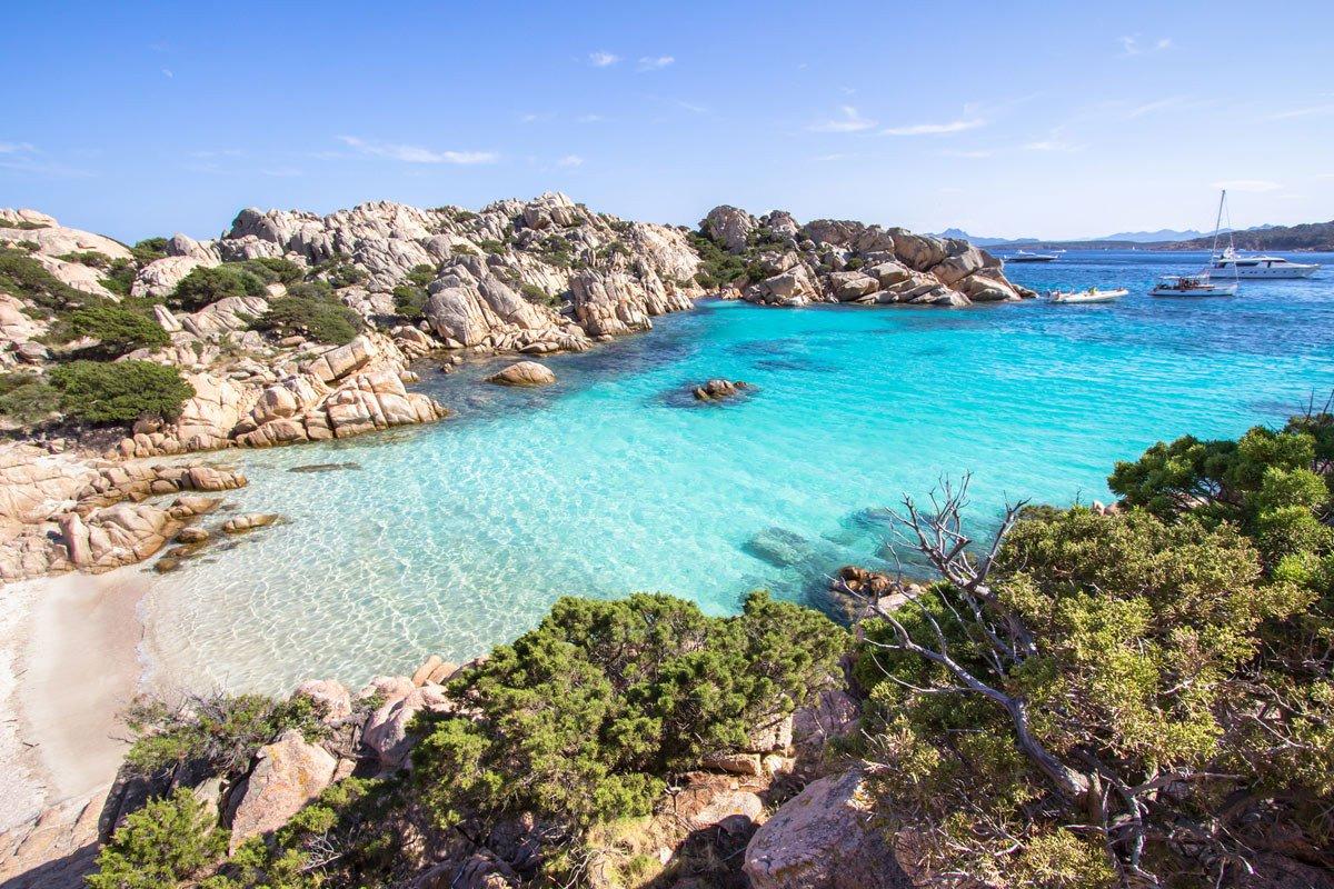 Escursioni giornaliere e minicrociere lungo la Sardegna