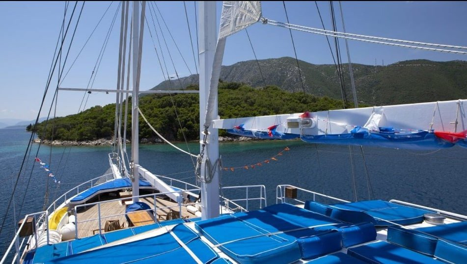 Athens Party & Relaxation Yacht Cabin Charter