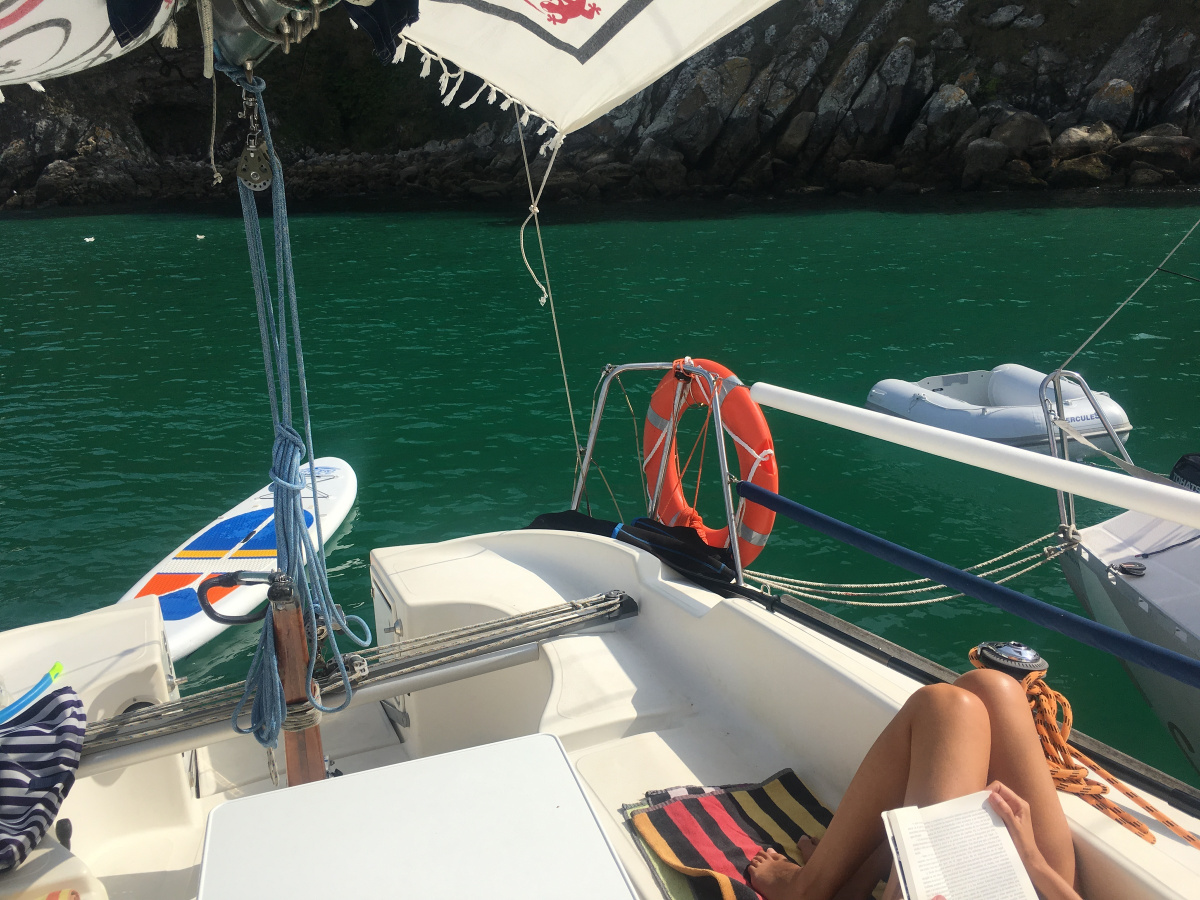 Navegando al sol por la Ría de Vigo