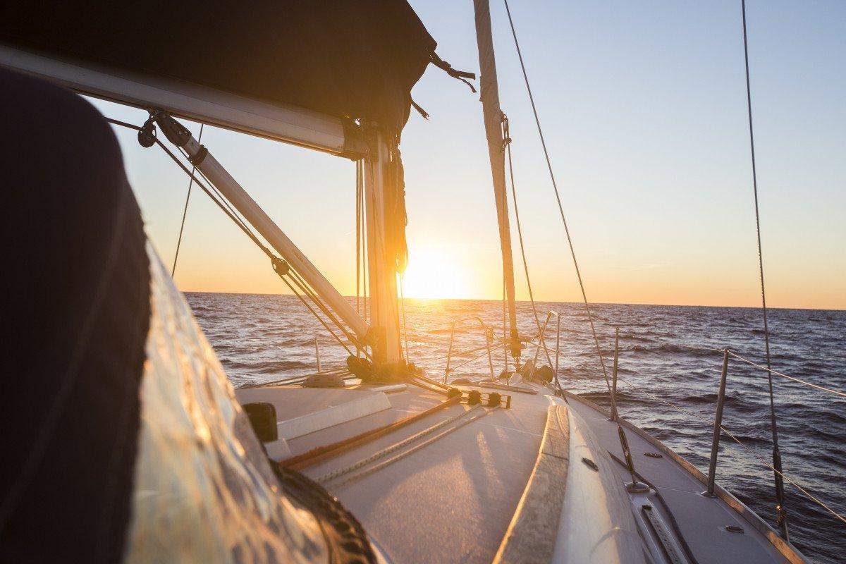 Puesta de sol en velero por Valencia