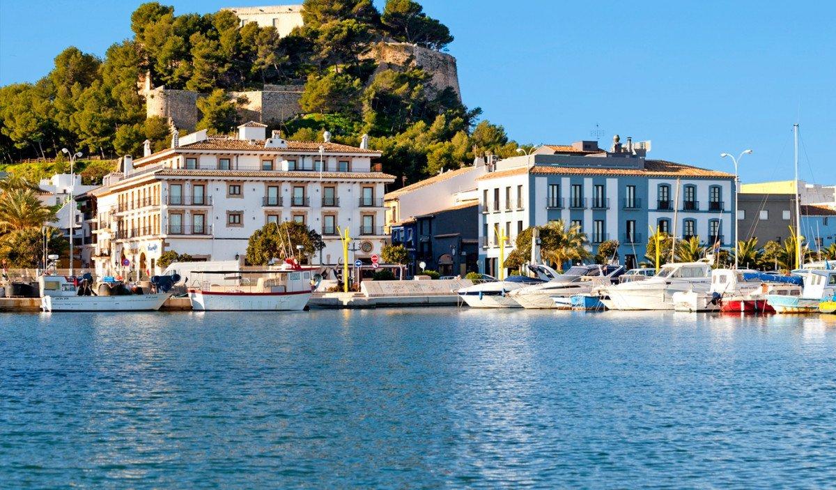 Pascua y puentes en velero navegando por Ibiza y Formentera