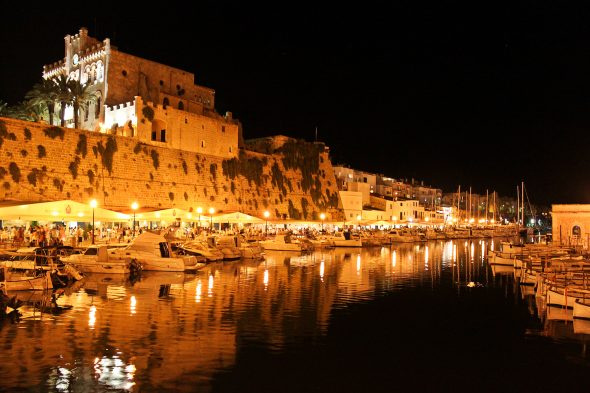 Navegando rumbo a Menorca para vivir la Noche de San Joan