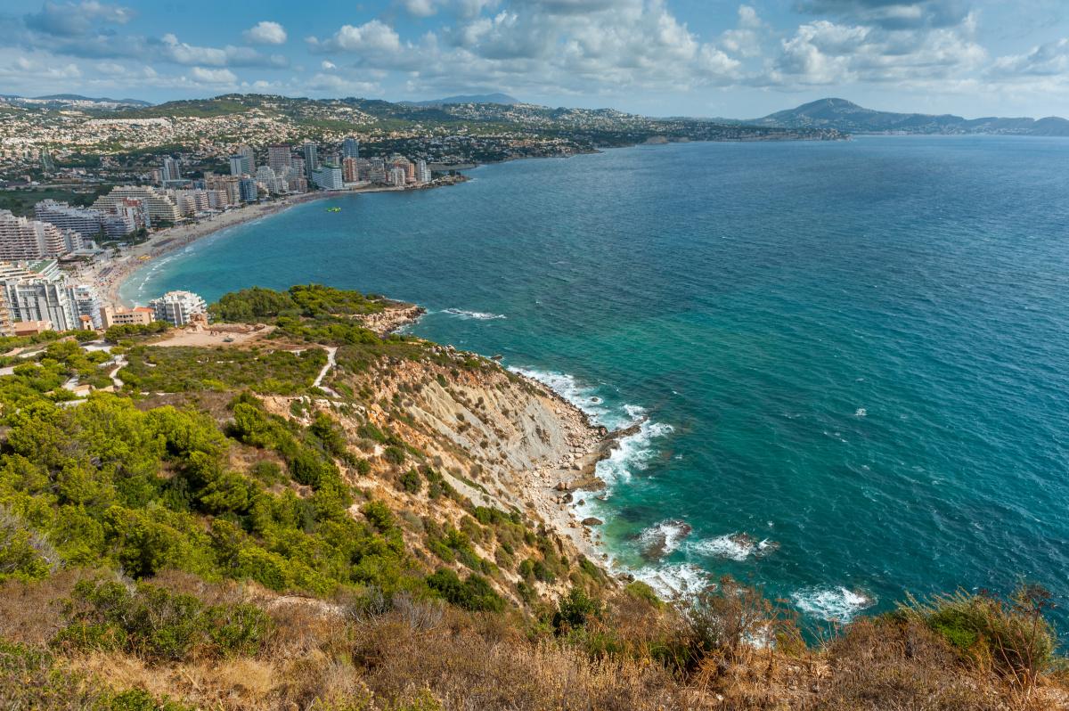 Un día de navegación a vela en la bahía de Alicante