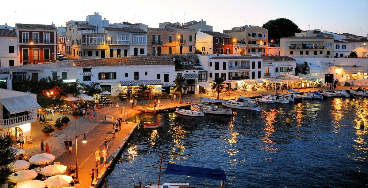 Vacaciones de verano por Baleares a bordo de un velero
