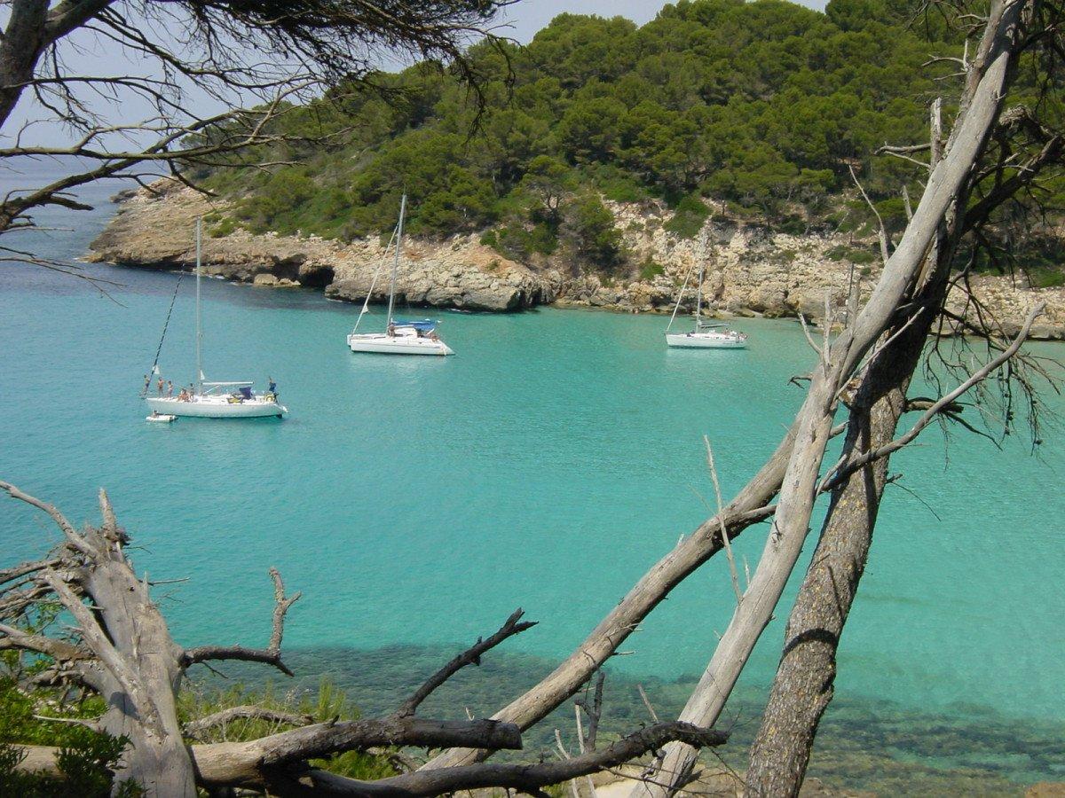 Vive la noche mágica de Sant Joan en velero en Menorca