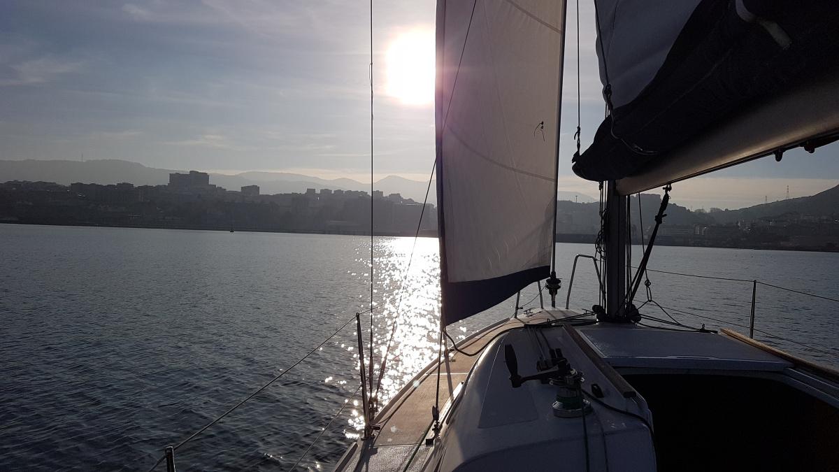 Puesta de sol en velero por el Abra de Getxo