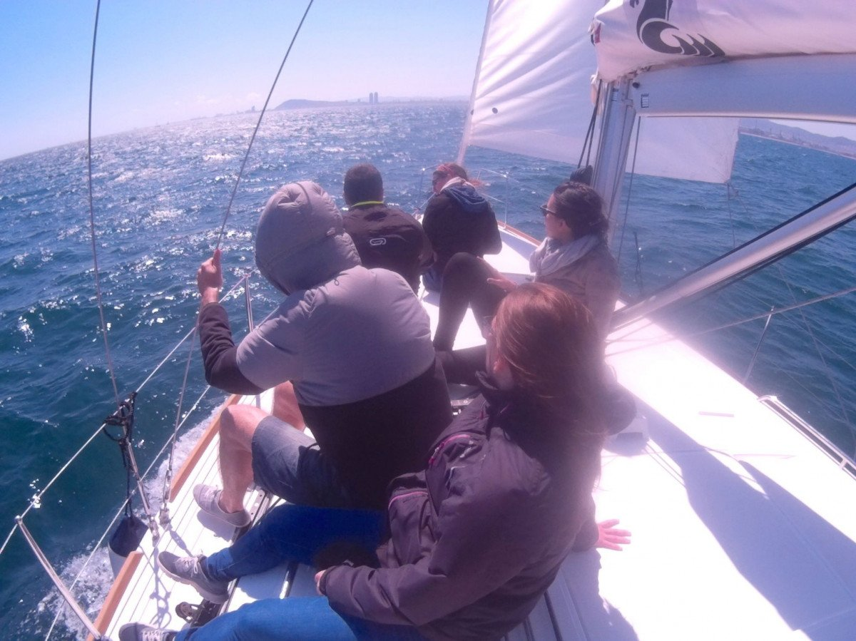 Jornada de navegación en velero desde Barcelona
