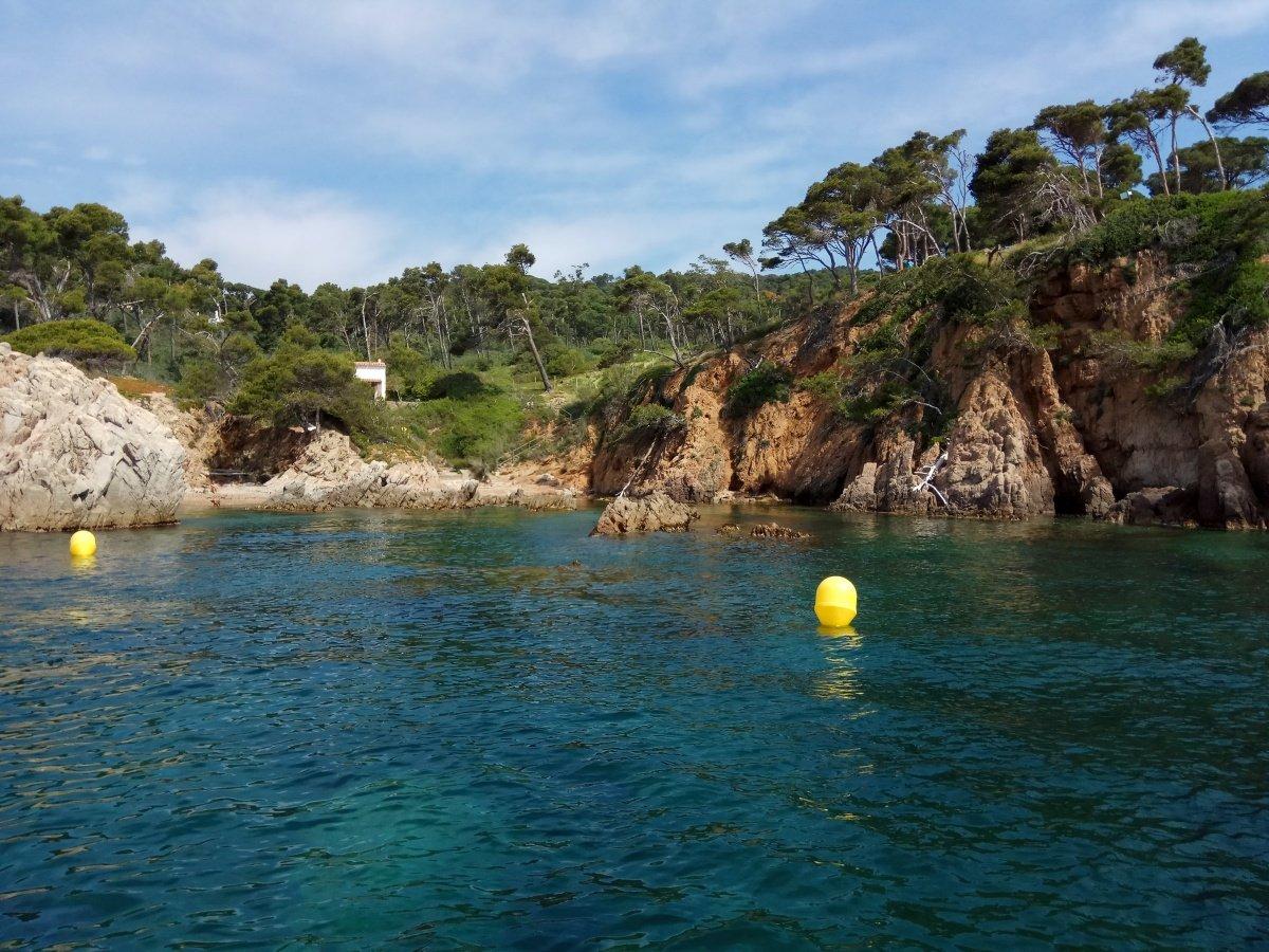 Navega por las calas más escondidas de la Costa Brava