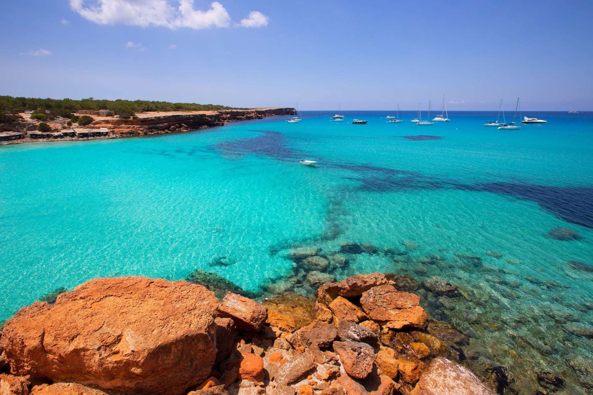 Navega un día por las mejores calas de Formentera