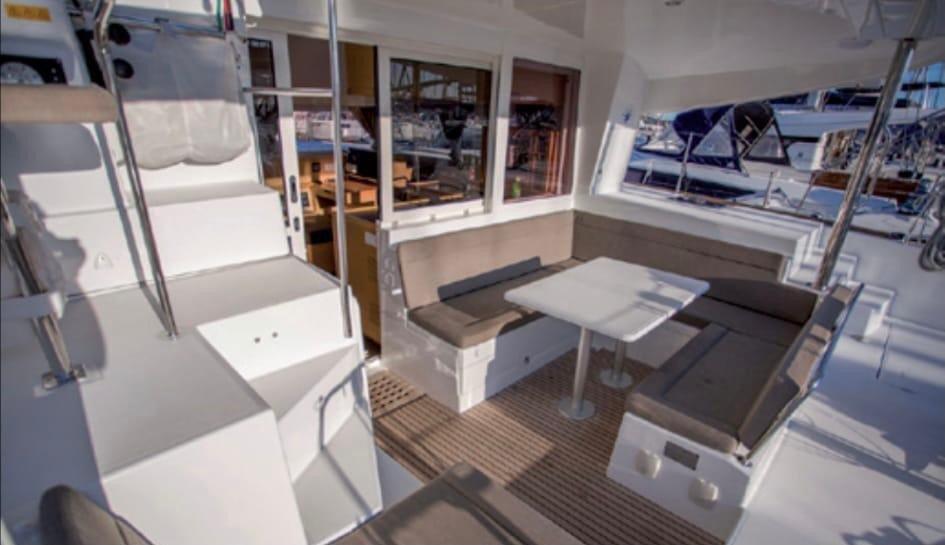 ¡Navega un día en catamarán por Marbella!