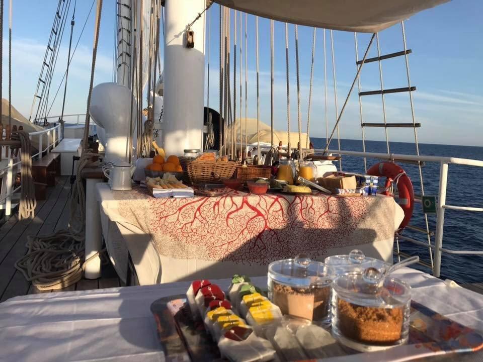 Workshop di alimentazione sana su una barca a vela da Valencia