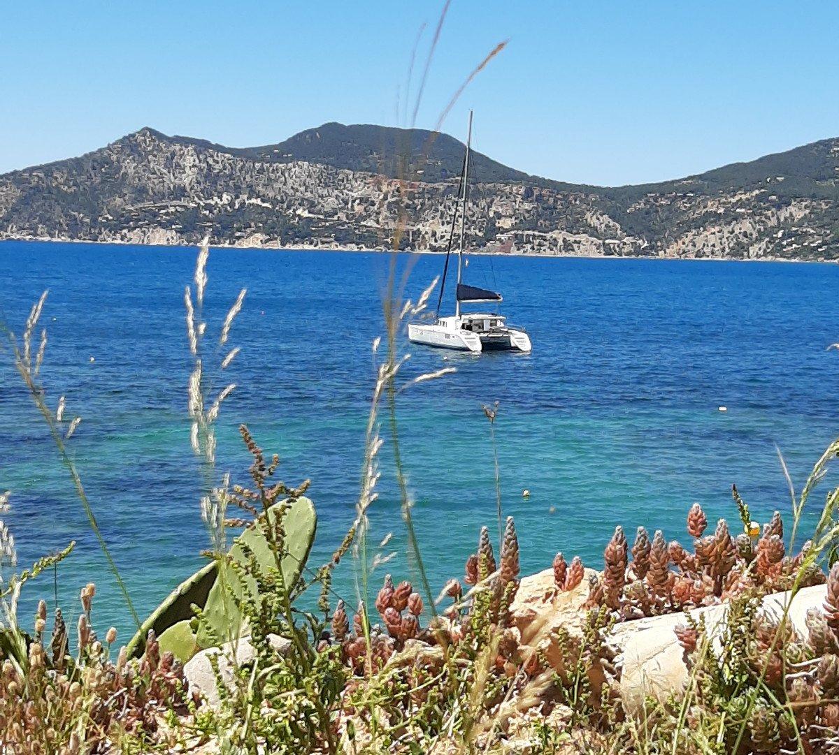 Navega en catamarán por Ibiza