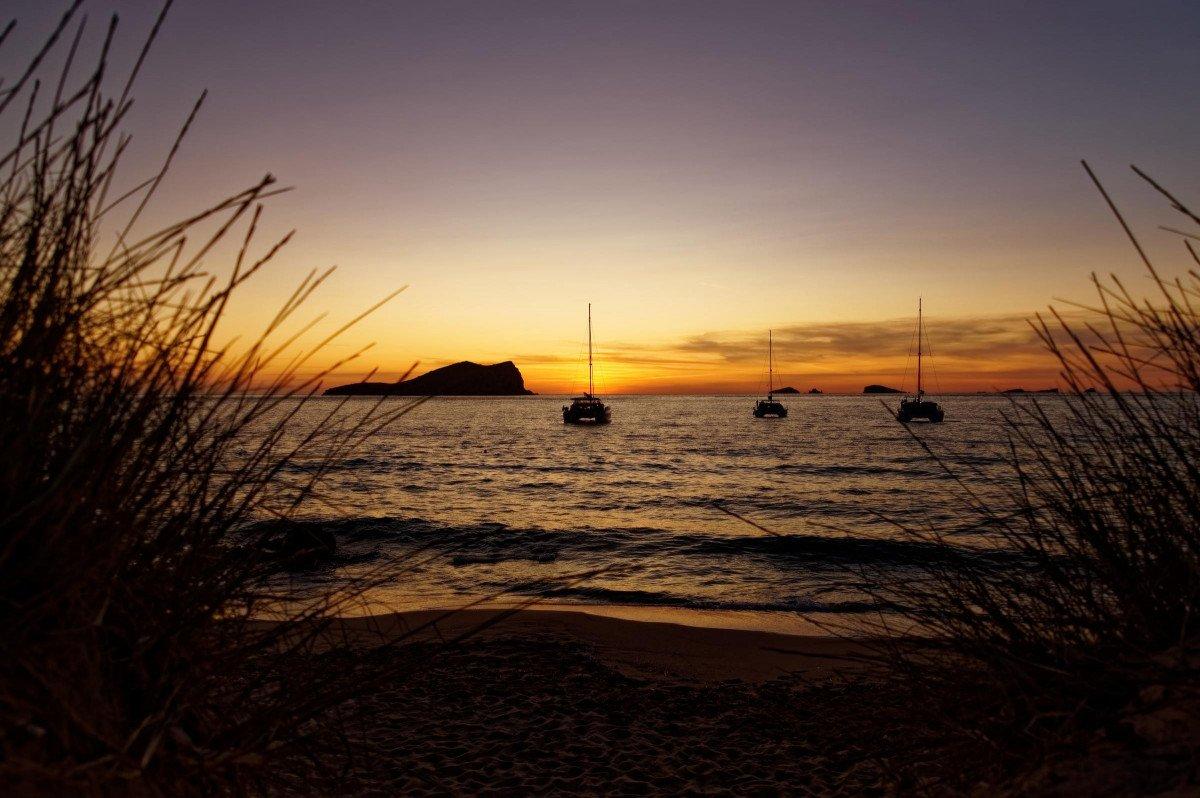 Navega una semana desde Dénia a Ibiza en un precioso velero