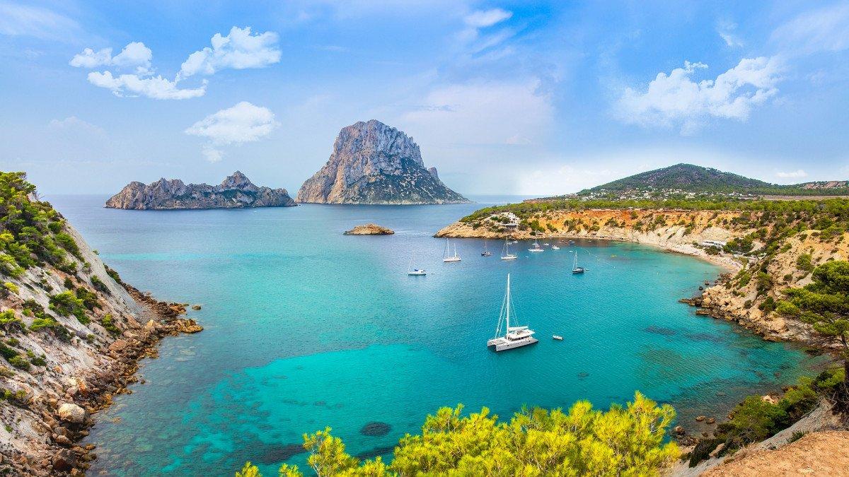 Vacaciones en velero navegando por Ibiza y Formentera desde Dénia