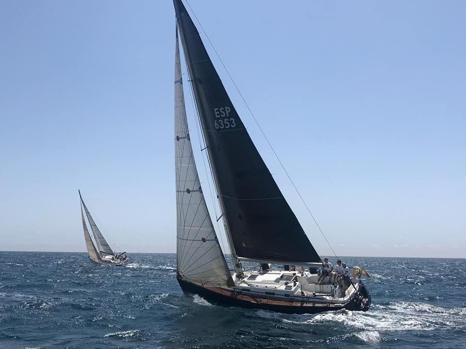 Disfruta del bello Mediterráneo desde Torrevieja en modo crucero o deporte