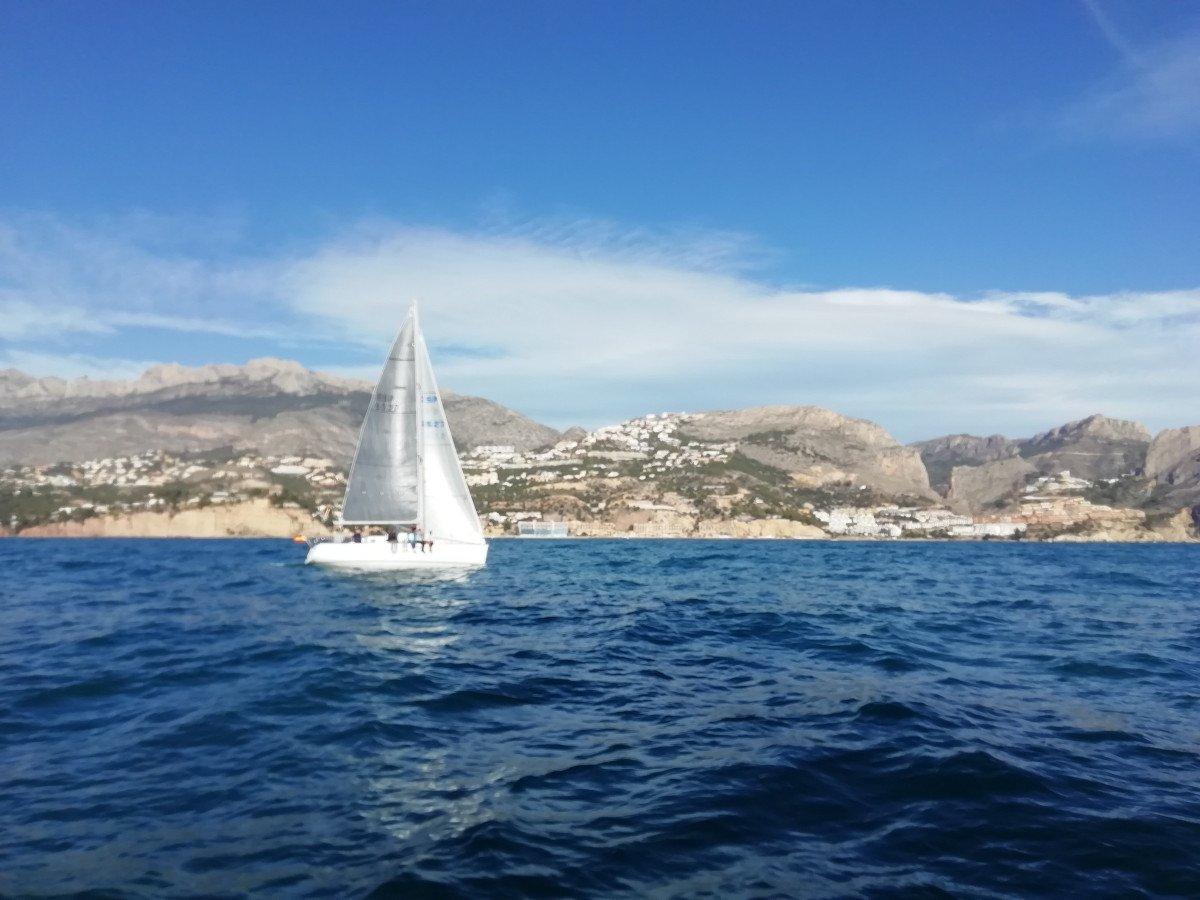 Navega a Vela en la bahía de Altea