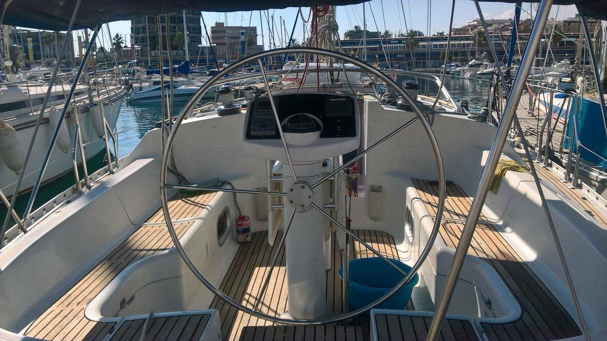 Curso privado de vela de crucero en un día en Alicante