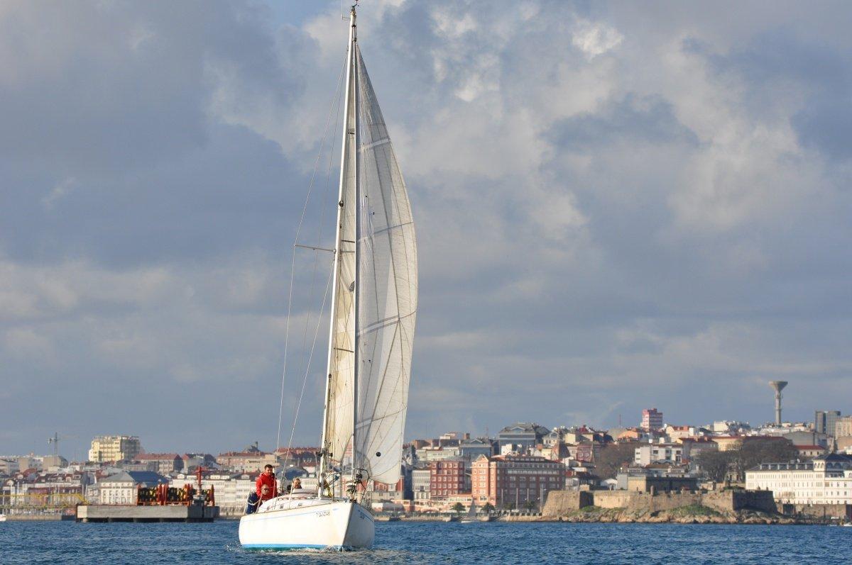Salida a vela durante un día en Coruña