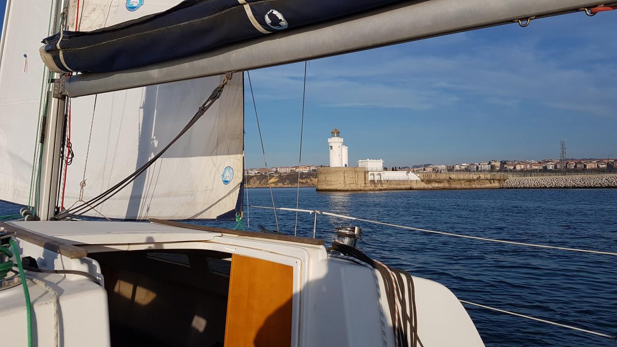 4 horas navegando por la costa vasca con patrón