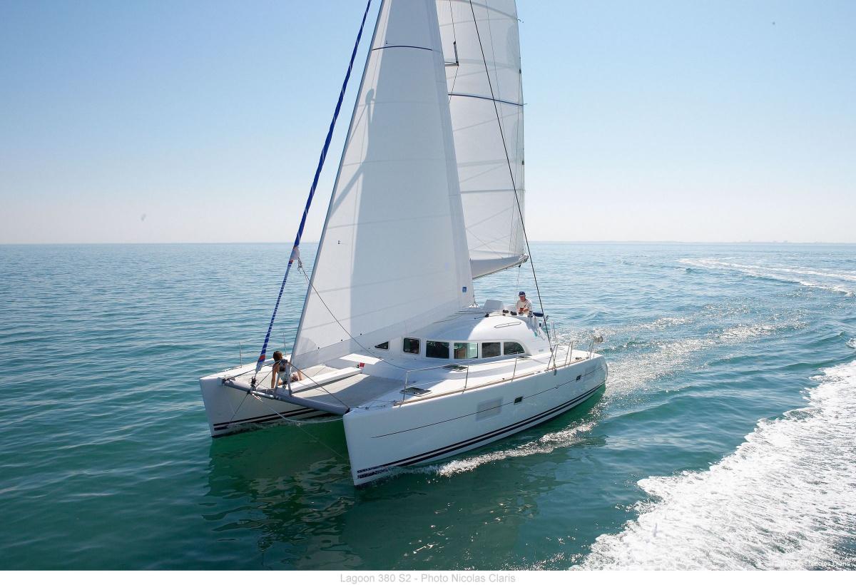 Alquiler de catamarán en Ibiza para un día