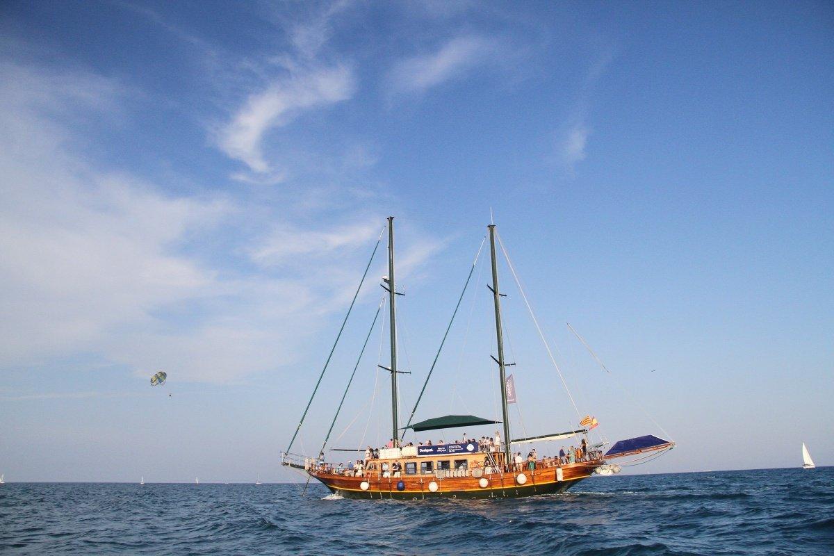 Descubre Barcelona a bordo desde un barco clásico
